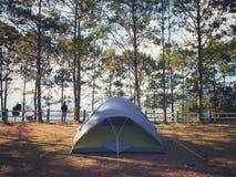 Het kamperen tent bij PEUTERgrond, Khao Kor, Petchabun, Thailand Royalty-vrije Stock Foto