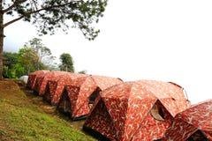 Het kamperen tent op een heuvel Stock Afbeeldingen