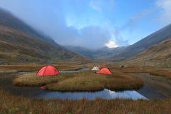 Het kamperen van de berg plaats Stock Afbeeldingen