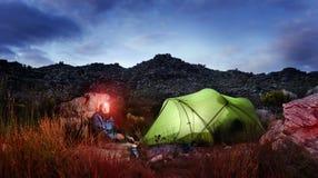 Het kamperen van het avontuur tentnacht Stock Foto