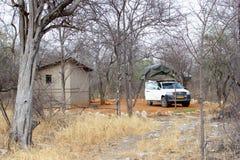 Het kamperen van Toyota Hilux 4wd daktent, Namibië stock afbeeldingen