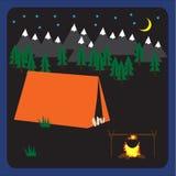 Het kamperen vectorachtergrond met tent bij nacht, bos en bergen Royalty-vrije Stock Afbeelding