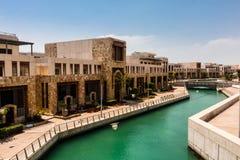 Het kanaal in de Koning Abdullah University van Wetenschap en Technologiecampus, Thuwal, Saudi-Arabië stock foto