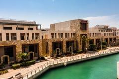 Het kanaal in de Koning Abdullah University van Wetenschap en Technologiecampus, Thuwal, Saudi-Arabië royalty-vrije stock foto