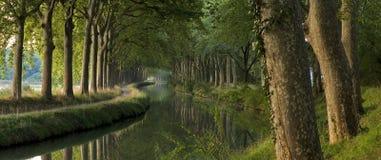 Het kanaal du Midi in de ochtend (panorama) Stock Foto