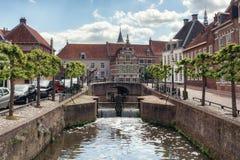 Het kanaal Eem in de oude stad van de stad van Amersfoort in Nederland royalty-vrije stock foto