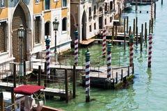 Het kanaal gestreepte Polen van Venetië Stock Fotografie