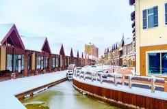 Het kanaal met waterwiel Stock Afbeeldingen