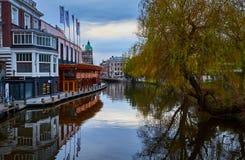 Het kanaal van Amsterdam, Nederland stock fotografie