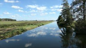 Het kanaal van de Havelrivier in Brandenburg Duitsland stock videobeelden