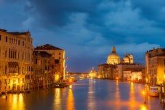 Het kanaal van Grang bij nacht, Venetië royalty-vrije stock foto's