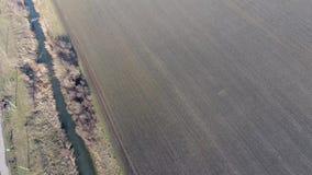 Het kanaal van het lagere niveau van het irrigatiesysteem van gebieden Infrastructuur voor de cultuur van rijst stock footage