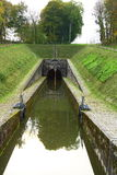 Het kanaal van het vervoer in klein dorp Stock Fotografie