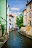Het kanaal van het water in Praag Stock Afbeeldingen