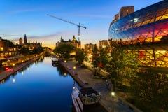 Het Kanaal van Ottawa Rideau bij schemer Stock Foto's
