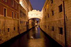 Het kanaal van Venetië bij nacht Stock Fotografie