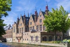 Het Kanaalgebouwen van Brugge België stock afbeeldingen