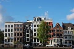 Het kanaalHuizen van Amsterdam Stock Afbeelding