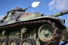 Het Kanon van het Vuren van de Tank van het leger Stock Foto's