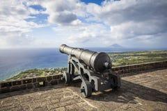 Het kanon ziet de Caraïbische Zee bij de Vesting van de Zwavelheuvel onder ogen Stock Afbeelding