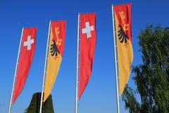 Het kantonvlaggen van Zwitser en van Genève Stock Afbeeldingen