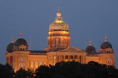 Het Kapitaal van de Staat van Iowa bij schemer royalty-vrije stock foto's