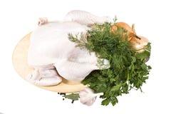 Het karkas van de kip op de scherpe raad. Royalty-vrije Stock Afbeeldingen