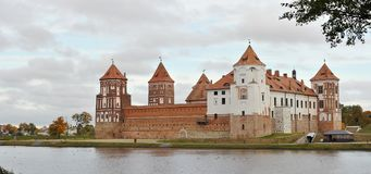 Het Kasteel Complex De herfst De Plaats van de Erfenis van de Wereld van Unesco royalty-vrije stock afbeeldingen