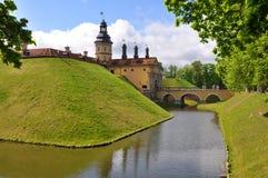 Het kasteel, de gracht en de borstwering Nesvizh wit-rusland Stock Fotografie
