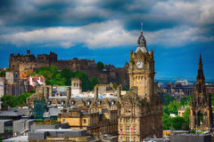 Het kasteel en het Balmoral-Hotel, Edinburgh, Schotland royalty-vrije stock foto's