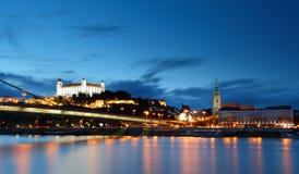 Het kasteel en de brug van Bratislava Stock Fotografie