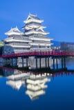 Het kasteel Matsumoto-PB historisch oriëntatiepunt van Matsumoto bij nacht met stock afbeeldingen