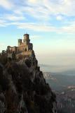 Het kasteel op een berg Stock Fotografie