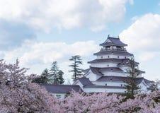 Het Kasteel van Aizuwakamatsu van het Tsurugajokasteel door honderden o wordt omringd dat Royalty-vrije Stock Afbeeldingen