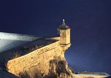 Het kasteel van Alicante bij nacht. Spanje Stock Foto's