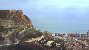 Het kasteel van Alicante Santa Barbara met panoramische luchtmening bij de beroemde toeristische stad in Costa Blanca, Spanje voo royalty-vrije stock afbeeldingen