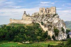 Het kasteel van Beckov Stock Foto's