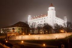 Het kasteel van Bratislava in de mist Stock Afbeelding
