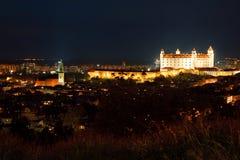 Het kasteel van Bratislava en St. Martin kathedraal stock afbeelding