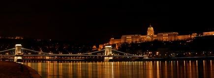 Het kasteel van Buda en brug Szechenyi Stock Foto's
