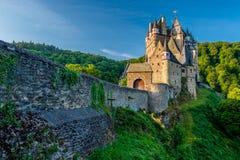 Het kasteel van Burgeltz in Rijnland-Palatinaat, Duitsland stock fotografie