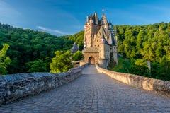 Het kasteel van Burgeltz in Rijnland-Palatinaat, Duitsland royalty-vrije stock afbeeldingen