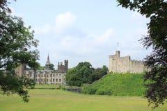 Het Kasteel van Cardiff met de vlag in de stad Cardiff royalty-vrije stock fotografie