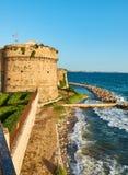 Het kasteel van Castelloaragonese van Taranto Apulia, Italië stock afbeeldingen