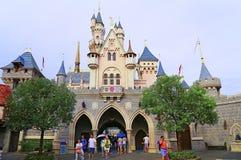 Het kasteel van Cinderella in disneyland Hongkong Stock Foto's