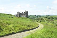 Het Kasteel van Crighton en heuvels van Midlothian Stock Fotografie