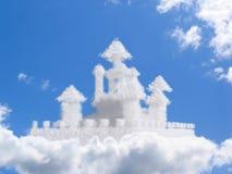 Het kasteel van de fantasie in wolken Royalty-vrije Stock Foto