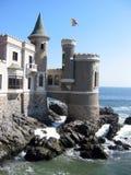 Het kasteel van de fee bij de kust Stock Afbeelding