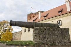 Het Kasteel van de Livoniaorde werd gebouwd in het midden van de 15de eeuw Bauska Letland in de herfst Stock Afbeeldingen