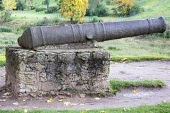 Het Kasteel van de Livoniaorde werd gebouwd in het midden van de 15de eeuw met de oude kanonnen en de kanonnen Bauska Letland Royalty-vrije Stock Foto